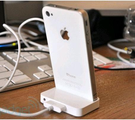 Bílý iPhone na dohled (3/4)