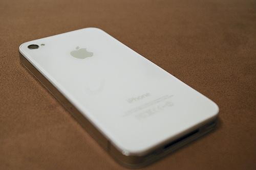 Bílý iPhone na dohled (2/4)